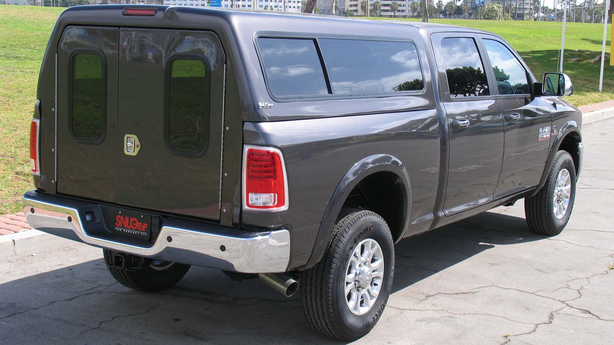 Dark pickup with snugtop